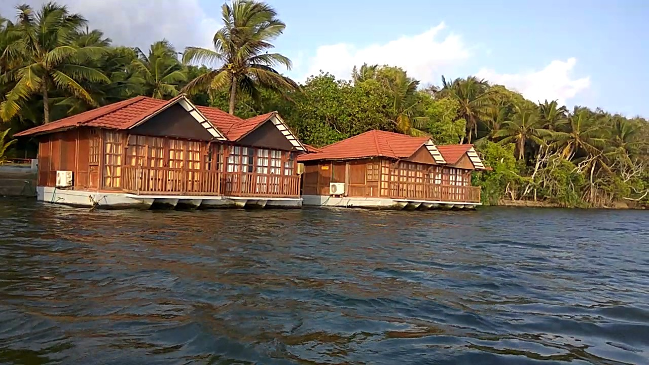 Poovar Floating Cottage