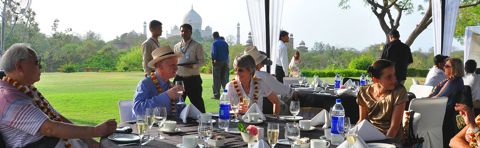 the maharajaexpress Champange breakfast overlooking Taj Mahal