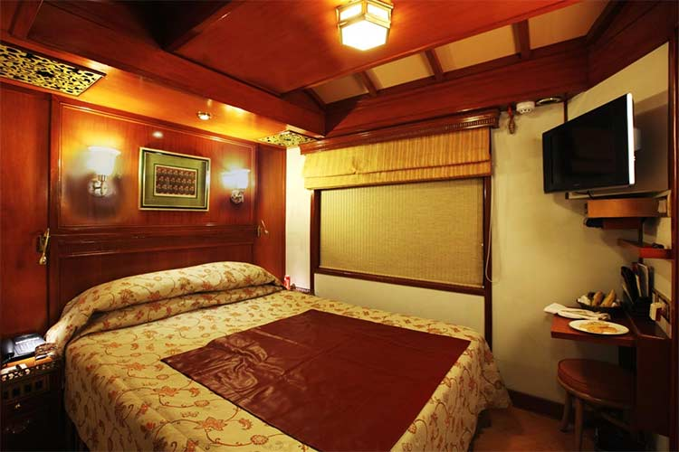 Maharajas Express Deluxe Cabin Of Luxury Train