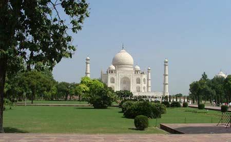 Visit Taj Mahal, Agra by Maharaja Express